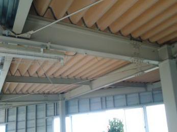 折板屋根の裏貼り修繕